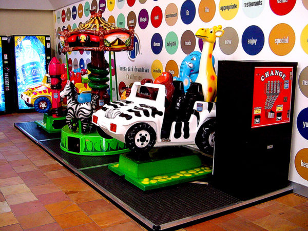 Kiddie Ride Platform – Buena Park Downtown