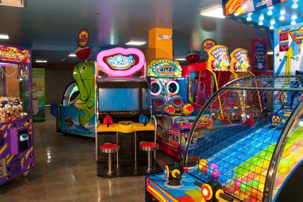 Knott's Entertainment Center – Redemption Games & Cranes